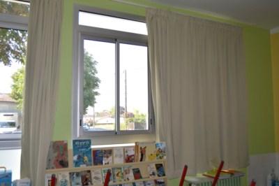 Les rideaux d'une classe de l'école Pablo Picasso