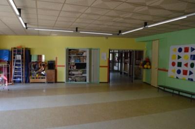 La peinture de la salle de jeux et de l'accueil de l'école du Petit Prince