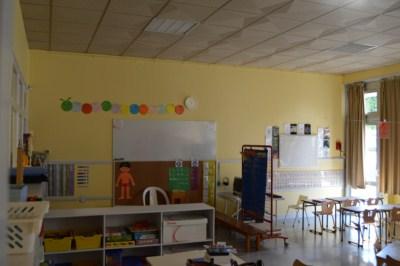 La peinture d'une salle de classe de l'école Maternelle de la Combe des Dames