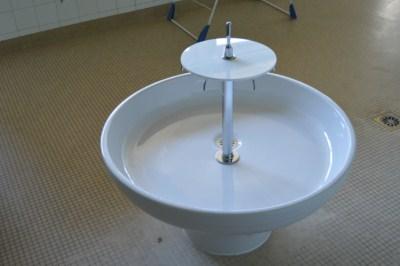 Les vasques de la salle d'eau de l'école maternelle de la Combe des Dames