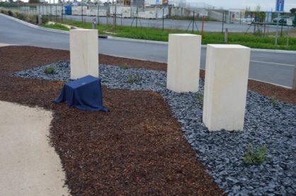 stèle en mémoire du drame du 8 novembre 2010